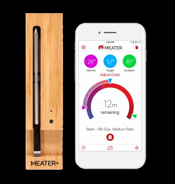meater plus langaton paistomittari ja kännykkä, jossa MEATER applikaatio päällä